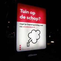 lichtgevend affiche bij nacht